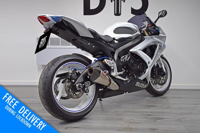 Used Suzuki GSXR600 K8 White for sale northampton bike sanctuary right rear.jpg