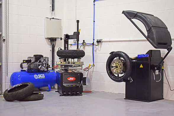motorcycle tyres repairs balancing fitti