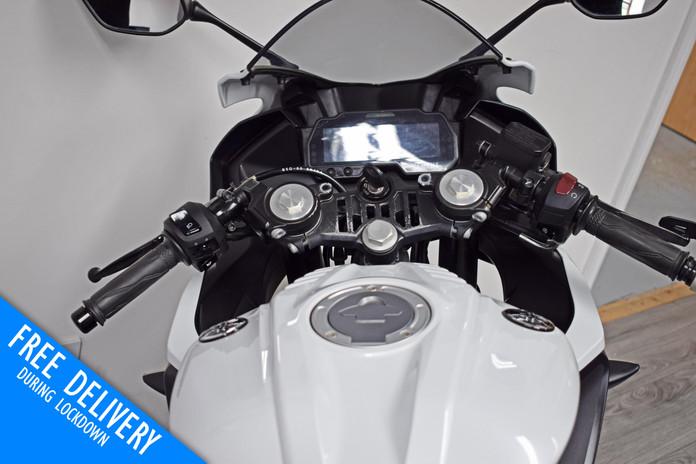 Used Yamaha R125 White Fluro For sale Northampton Bike Sanctuary clocks dash tank.jpg
