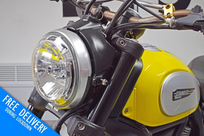 Used Ducati Scrambler 800 Icon Flat Tracker for sale Northampton Bike Sanctuary headlight.