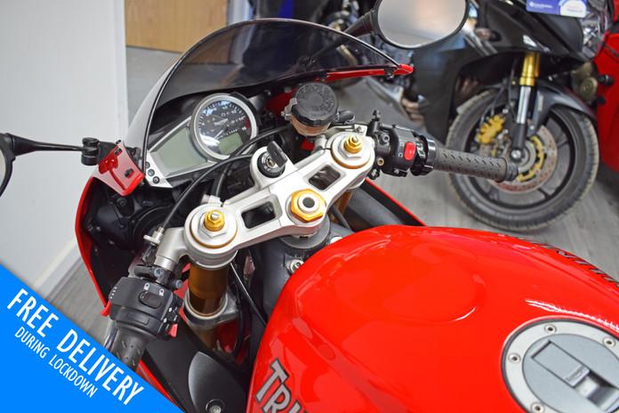 Used Triumph Daytona 675 Super Sport for sale northampton bike sanctuary clocks dials tank