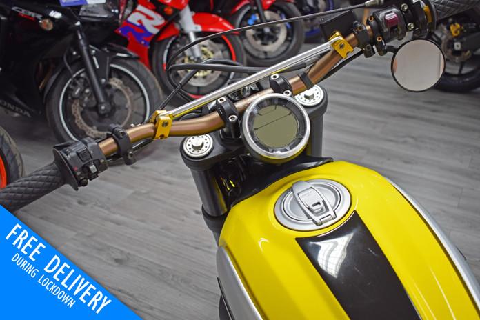 Used Ducati Scrambler 800 Icon Flat Tracker for sale Northampton Bike Sanctuary clocks tan