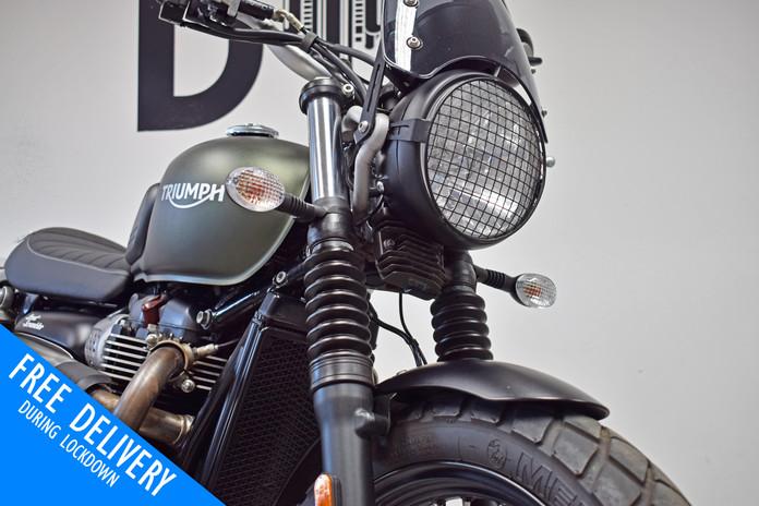 Used Triumph Street Scrambler 900 for sale northampton bike sanctuary front headlight.jpg