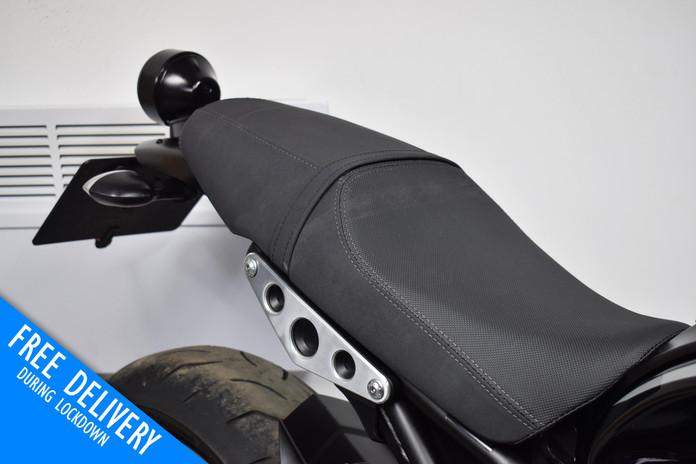 Used Yamaha XVR900 for sale northampton bike sanctuary rear seat.jpg