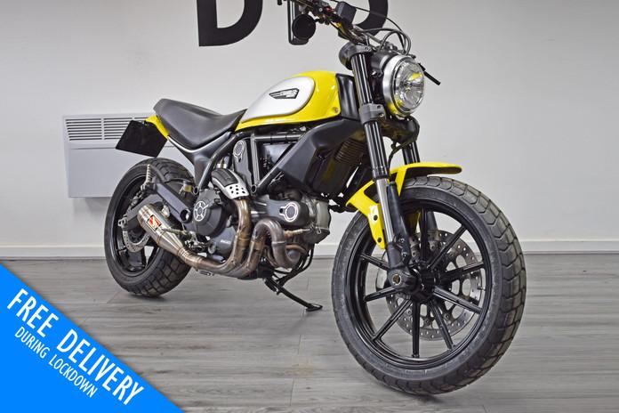 Used Ducati Scrambler 800 Icon Flat Tracker for sale Northampton Bike Sanctuary front righ