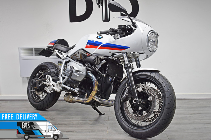 Used BMW R9T Racer for sale Northampton Bike Sanctuary front right.jpg