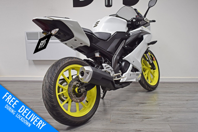 Used Yamaha R125 White Fluro For sale Northampton Bike Sanctuary right rear.jpg