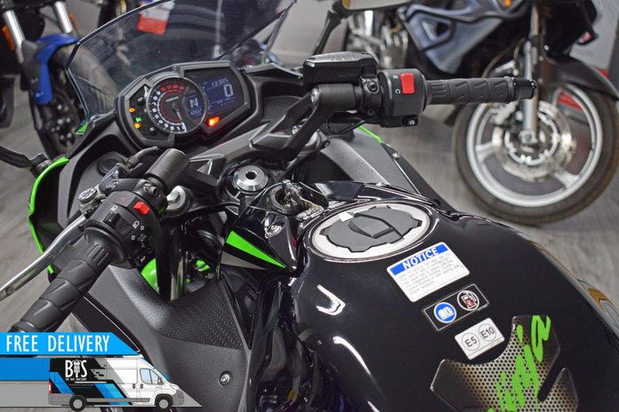 Used Kawasaki Ninja 650 ABS for sale northampton bike sanctuary clocks dials tank.jpg