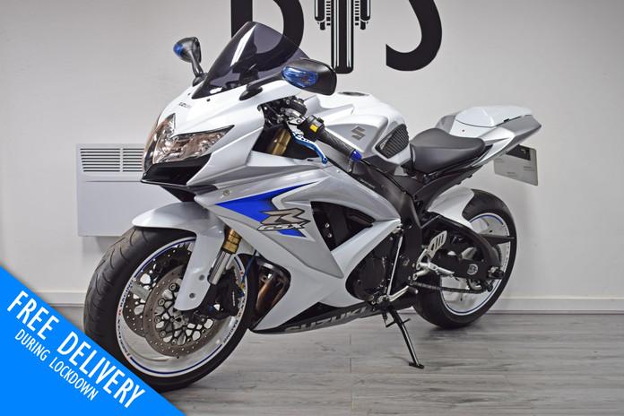 Used Suzuki GSXR600 K8 White for sale northampton bike sanctuary front left.jpg