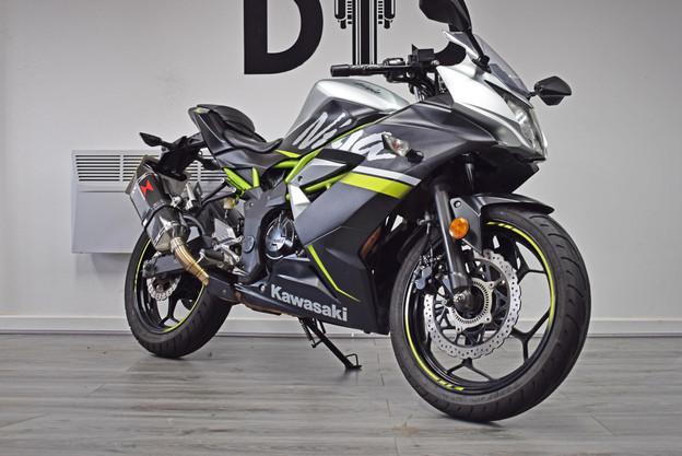 Used Kawasaki Ninja 125 R for sale Northampton Bike Sanctuary front right.jpg