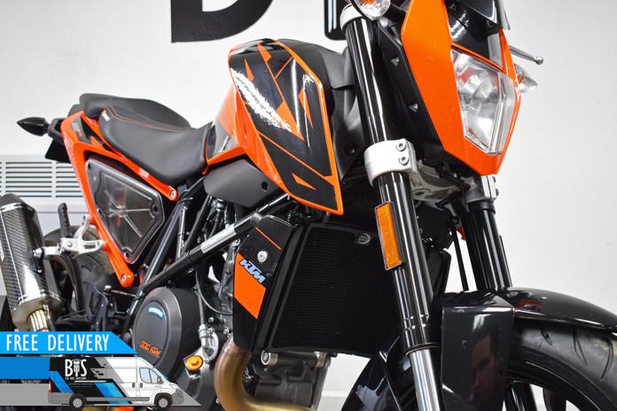 Used KTM 690 Duke for sale northampton bike sanctuary front right close.jpg