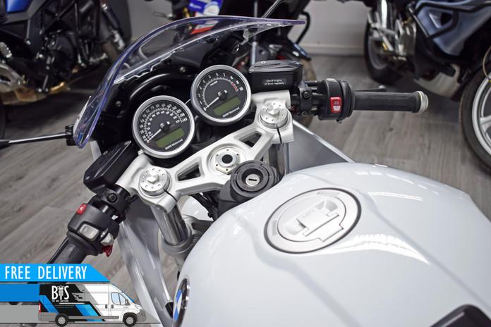 Used BMW R9T Racer for sale Northampton Bike Sanctuary tank and clocks.jpg