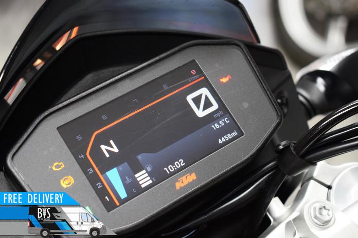 Used KTM 690 Duke for sale northampton bike sanctuary tft dash clocks.jpg