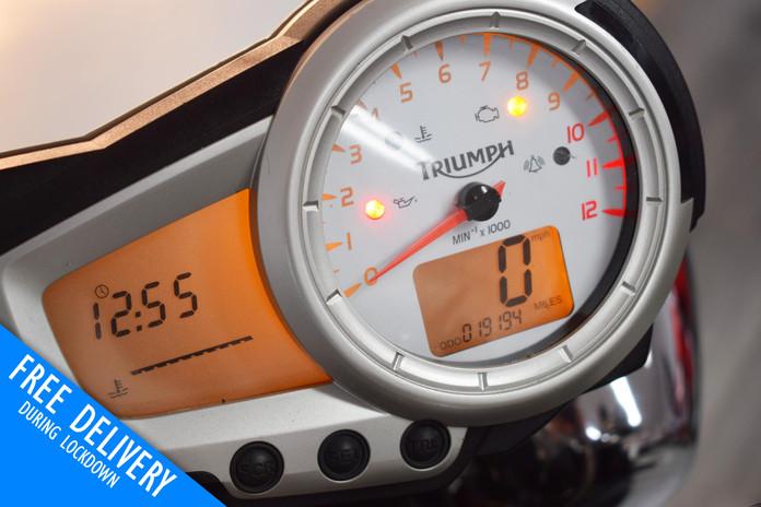 Used Triumph Speed Triple 1050 Black for sale northampton bike sanctuary clocks.jpg