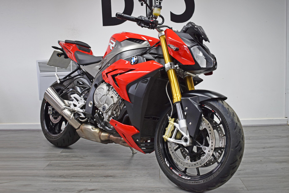 Used BMW S1000R for sale northampton bike sanctuary front right.jpg