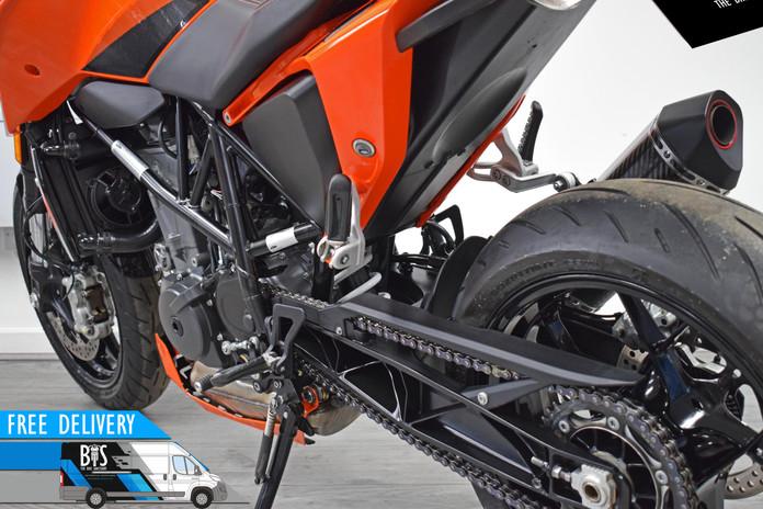 Used KTM 690 Duke for sale northampton bike sanctuary left rear close.jpg
