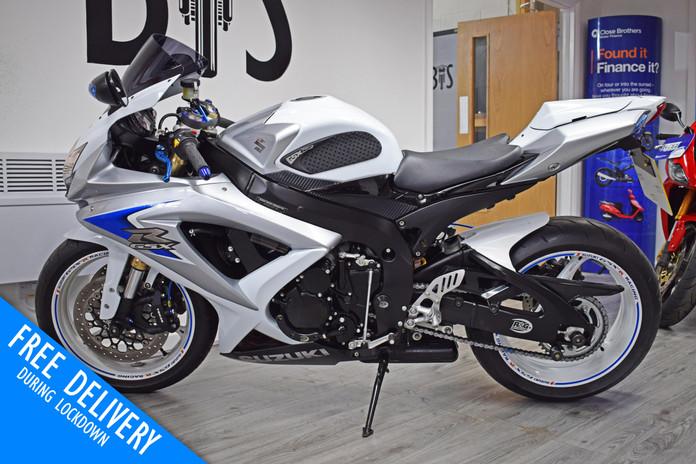 Used Suzuki GSXR600 K8 White for sale northampton bike sanctuary left side.jpg