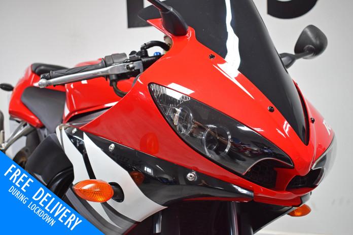 Used Yamaha YZFR6 for sale northampton bike sanctuary headlights.jpg
