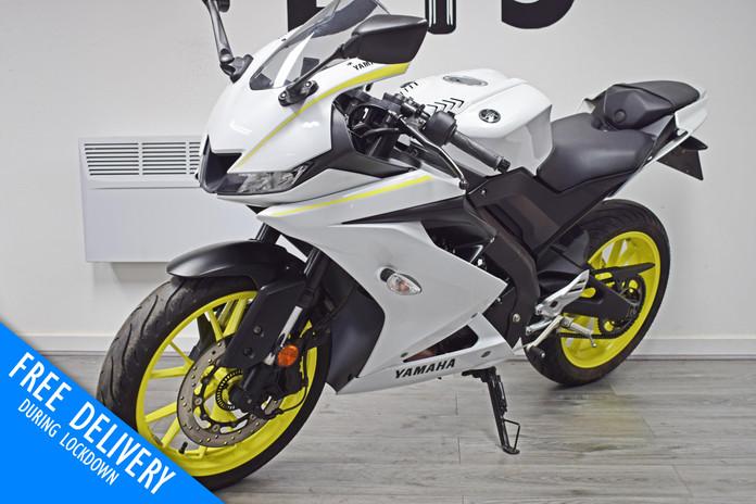 Used Yamaha R125 White Fluro For sale Northampton Bike Sanctuary front left.jpg