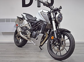 Used Honda CB125R 125 for sale northampton bike sanctuary front right.jpg