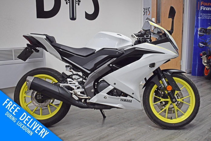 Used Yamaha R125 White Fluro For sale Northampton Bike Sanctuary right side.jpg