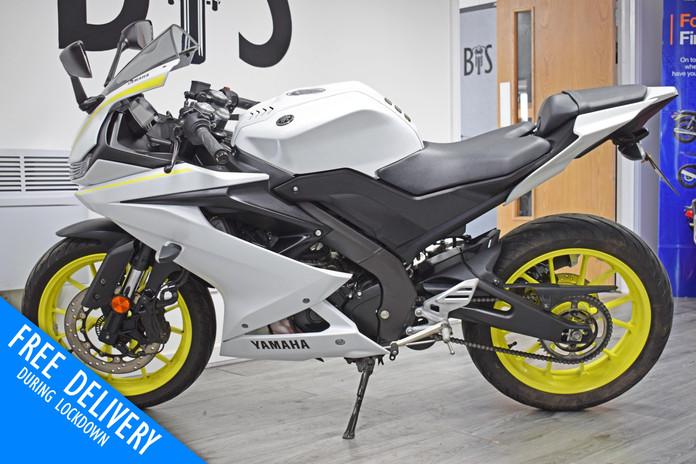 Used Yamaha R125 White Fluro For sale Northampton Bike Sanctuary left side.jpg