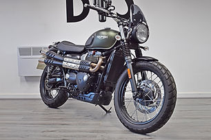 Used Triumph Street Scrambler 900 for sale northampton bike sanctuary front right.jpg