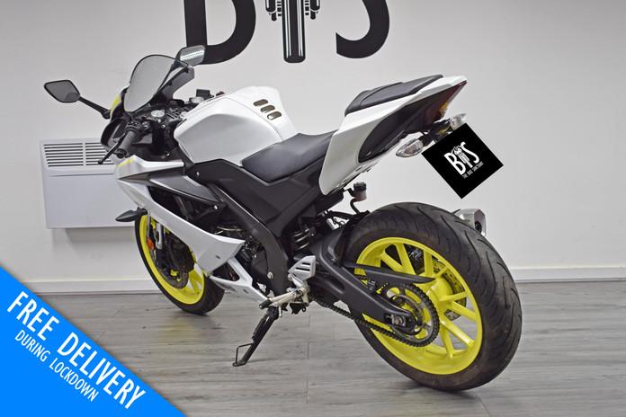 Used Yamaha R125 White Fluro For sale Northampton Bike Sanctuary left rear.jpg