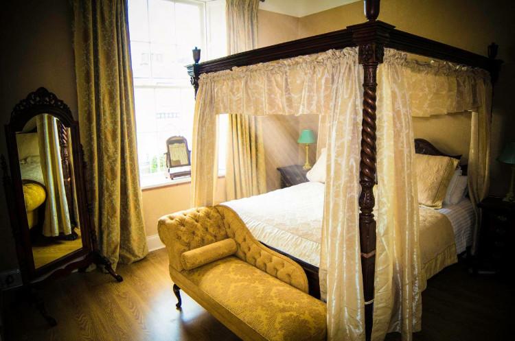 Hillside Holiday Home bedroom