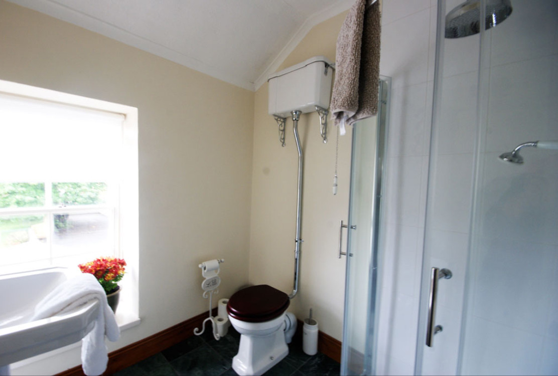 Hillside Holiday Home bathroom