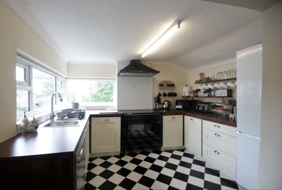 Hillside Holiday Home kitchen