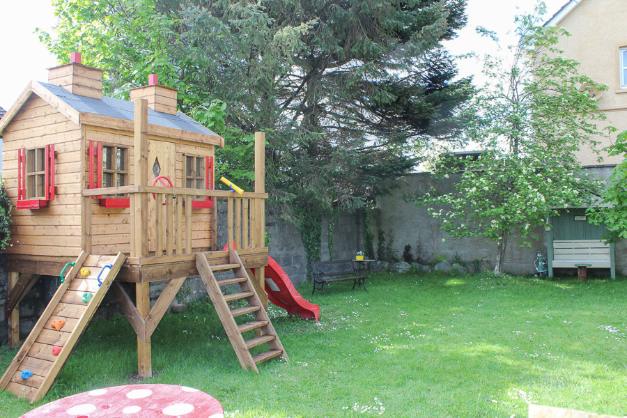 Hillside Holiday Home garden play area