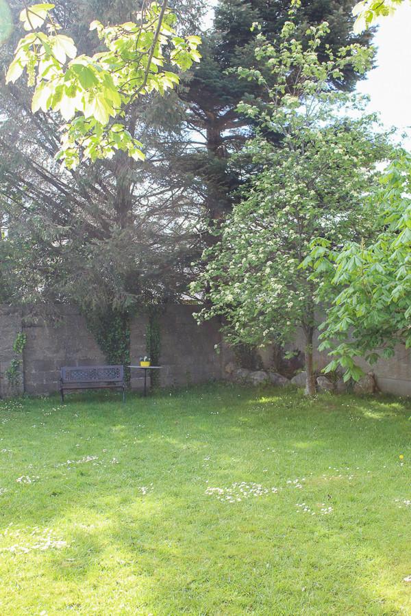 Hillside Holiday Home garden