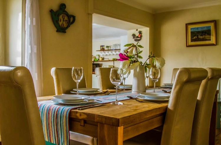 Hillside Holiday Home dining room