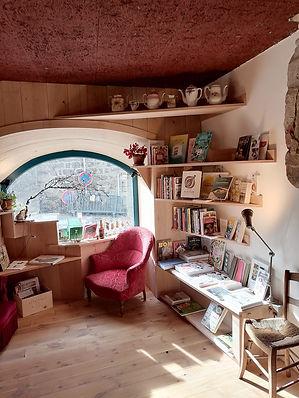 librairie dans la foret chaise dieu cafe
