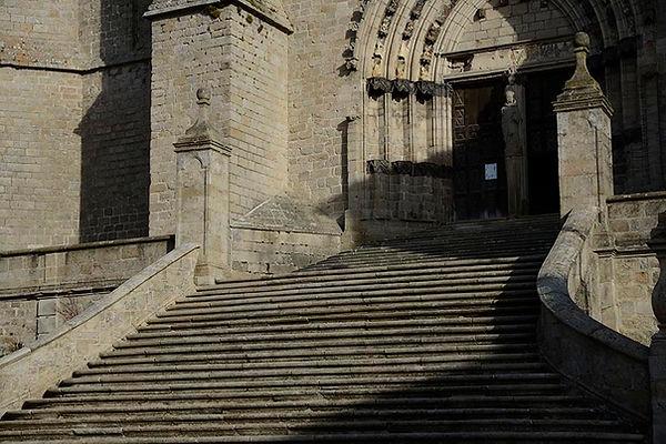 librairie_dans_la_forêt_escalier_la_cha