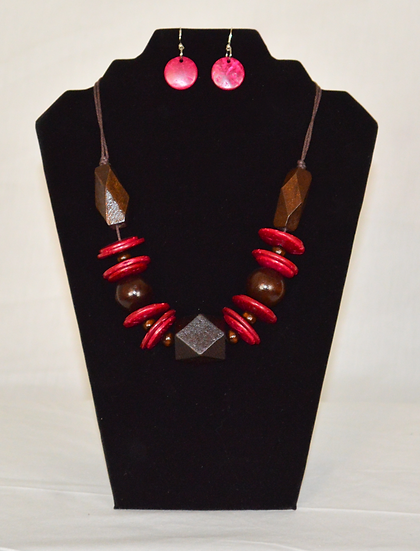 Catch An Eye Earrings and Necklace Set.