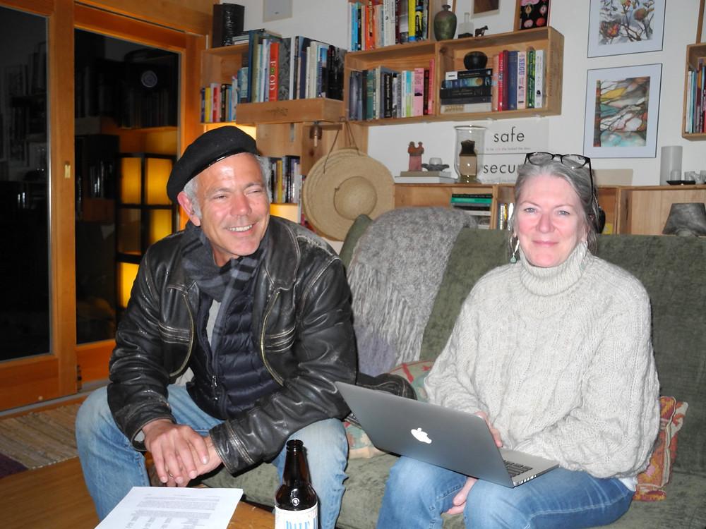 Greg et sa femme Sandra me reçoivent dans leur maison, accrochée à la colline...