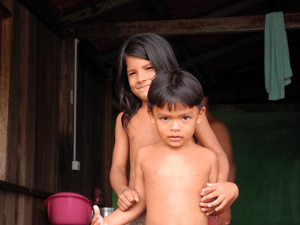 Des enfants de la rivière.
