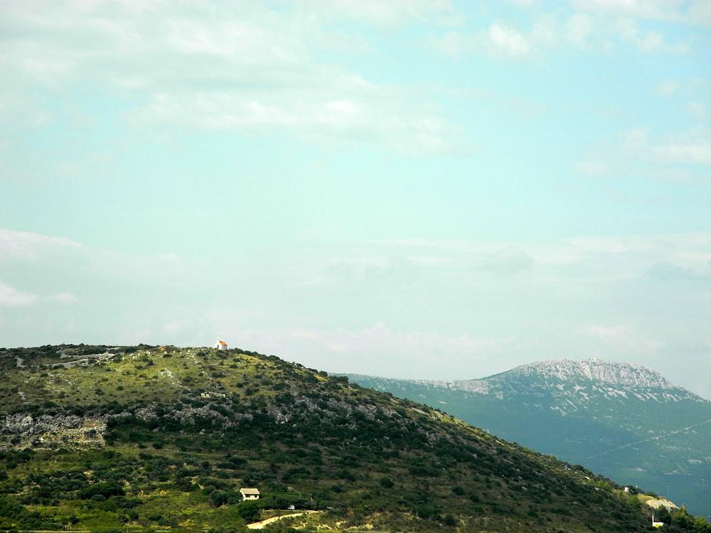Une maison sur une colline dalmatienne.