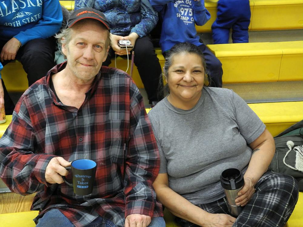Ed & Evelyn lors d'un potlatch, réunion de tradition indigène suite à un enterrement.