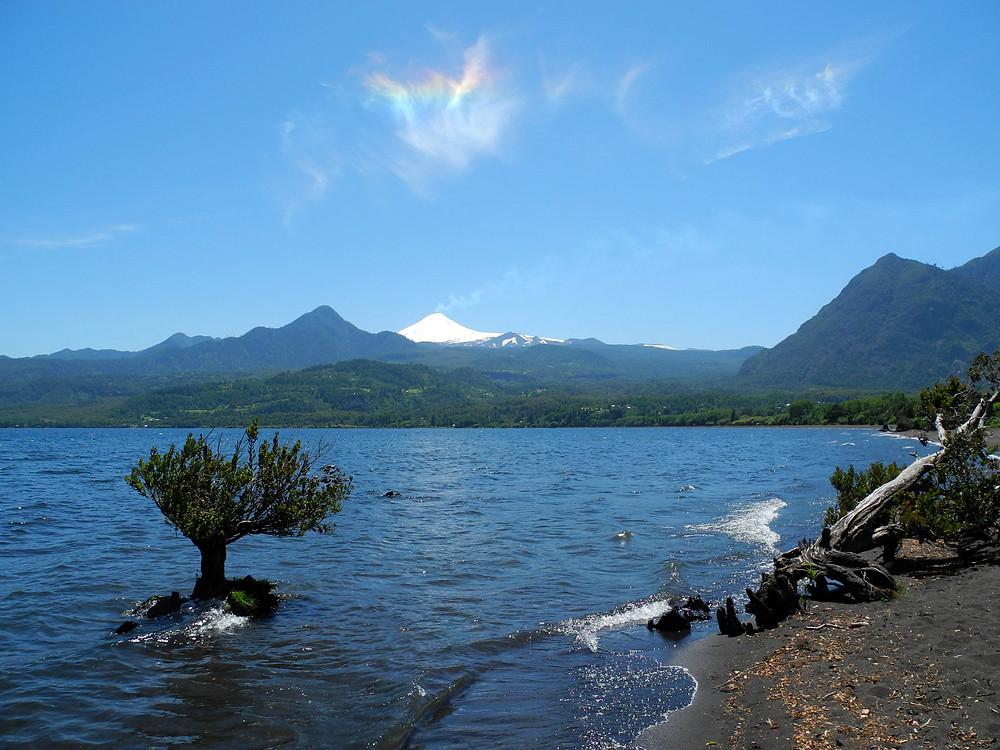 Anneaux de Newton au-dessus du lac Calafquén.