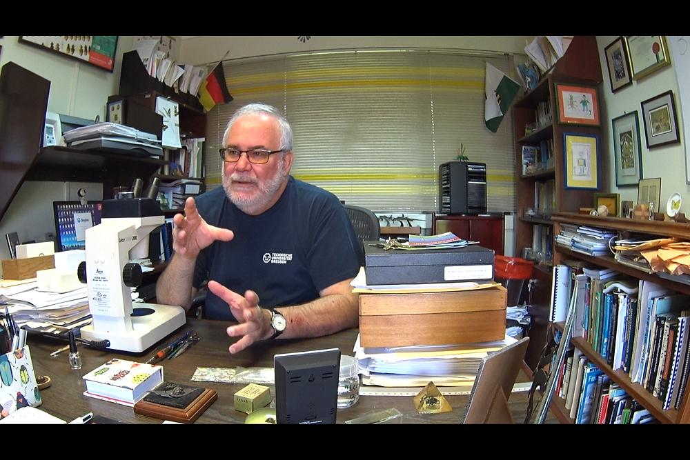 Pr. Bert Kohlmann dans son bureau du campus EARTH.