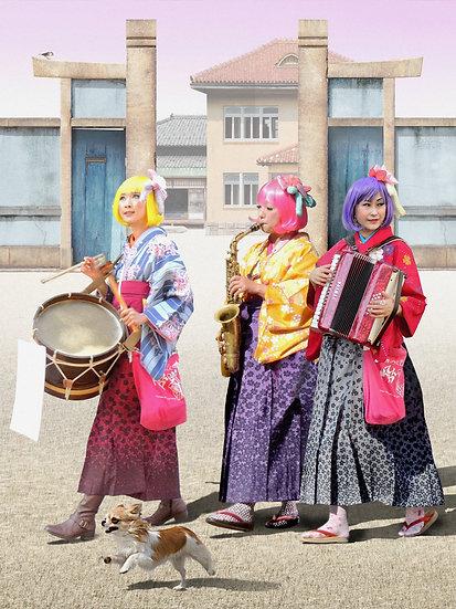 """The Bentenya ladies at the old gate of Nagoya Shumoku-kan"""