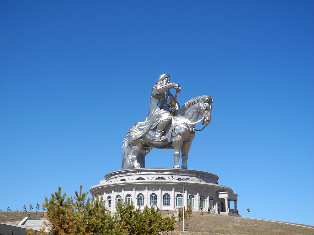Une gigantesque statue du héros national.