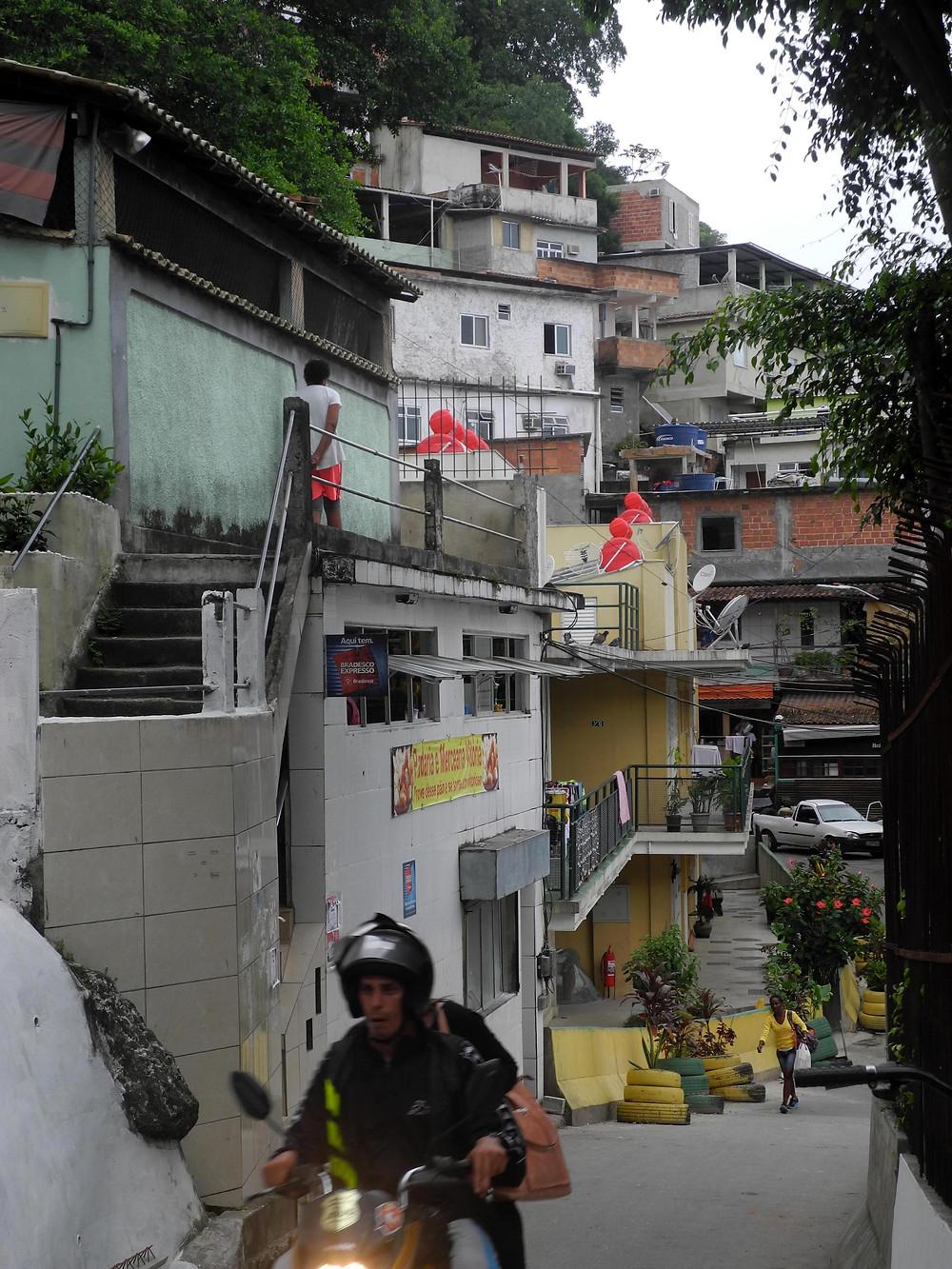 Vue de la favela Babilonia, quartier de Copacabana à Rio.