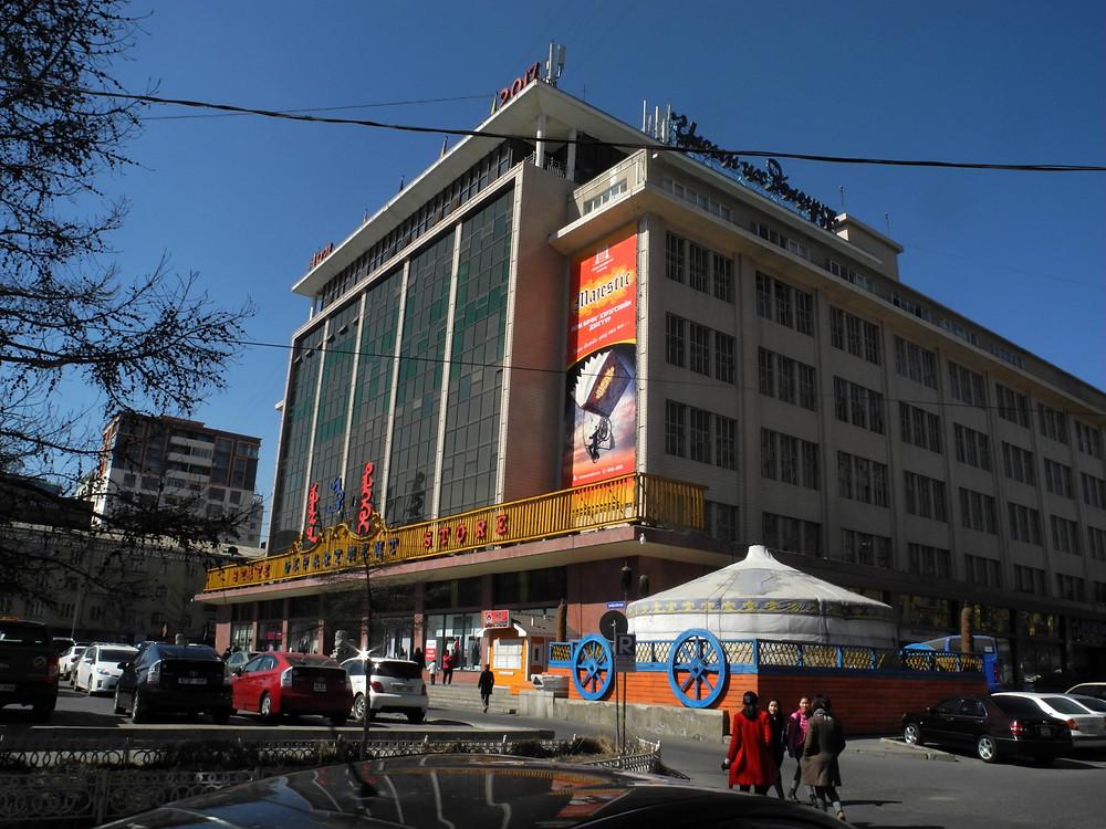 Le point de rendez-vous avec mon contact : le fameux State Department Store.