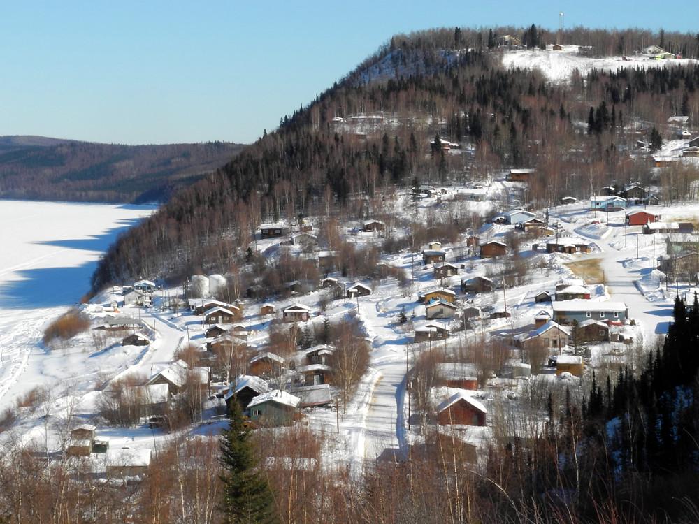 Le village de Ruby sur les rives du fleuve Yukon.