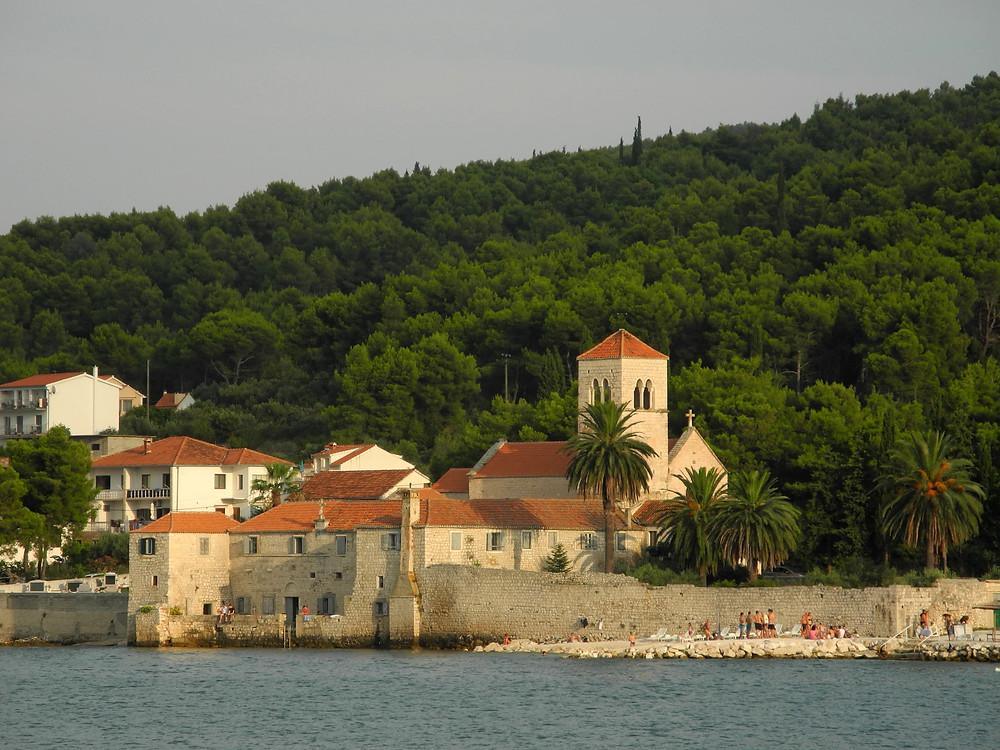 Un monastère sur l'île de Čiovo.