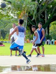 Partie de basket à My Suva Park